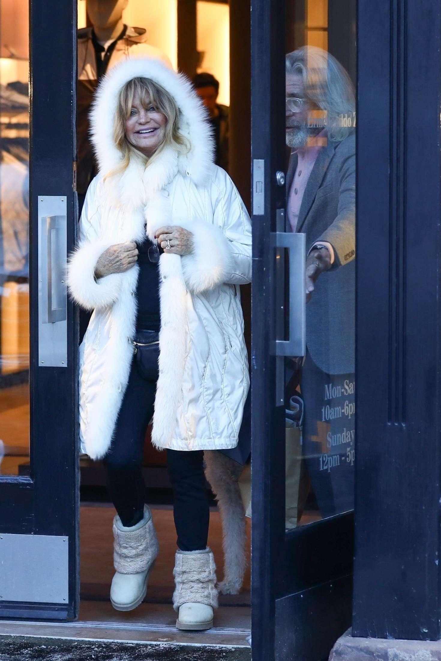 Goldie Hawn 2018 : Goldie Hawn in White Fur Coat -01
