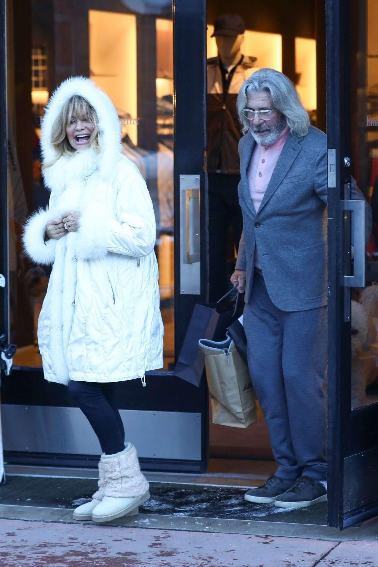 Goldie Hawn 2018 : Goldie Hawn in White Fur Coat -03