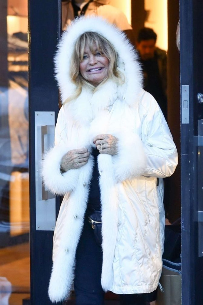 Goldie Hawn in White Fur Coat - Out in Aspen