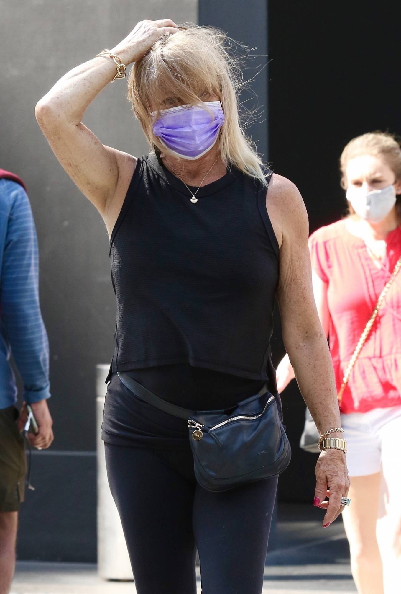 Goldie Hawn 2021 : Goldie Hawn – Out for a stroll in New York-07