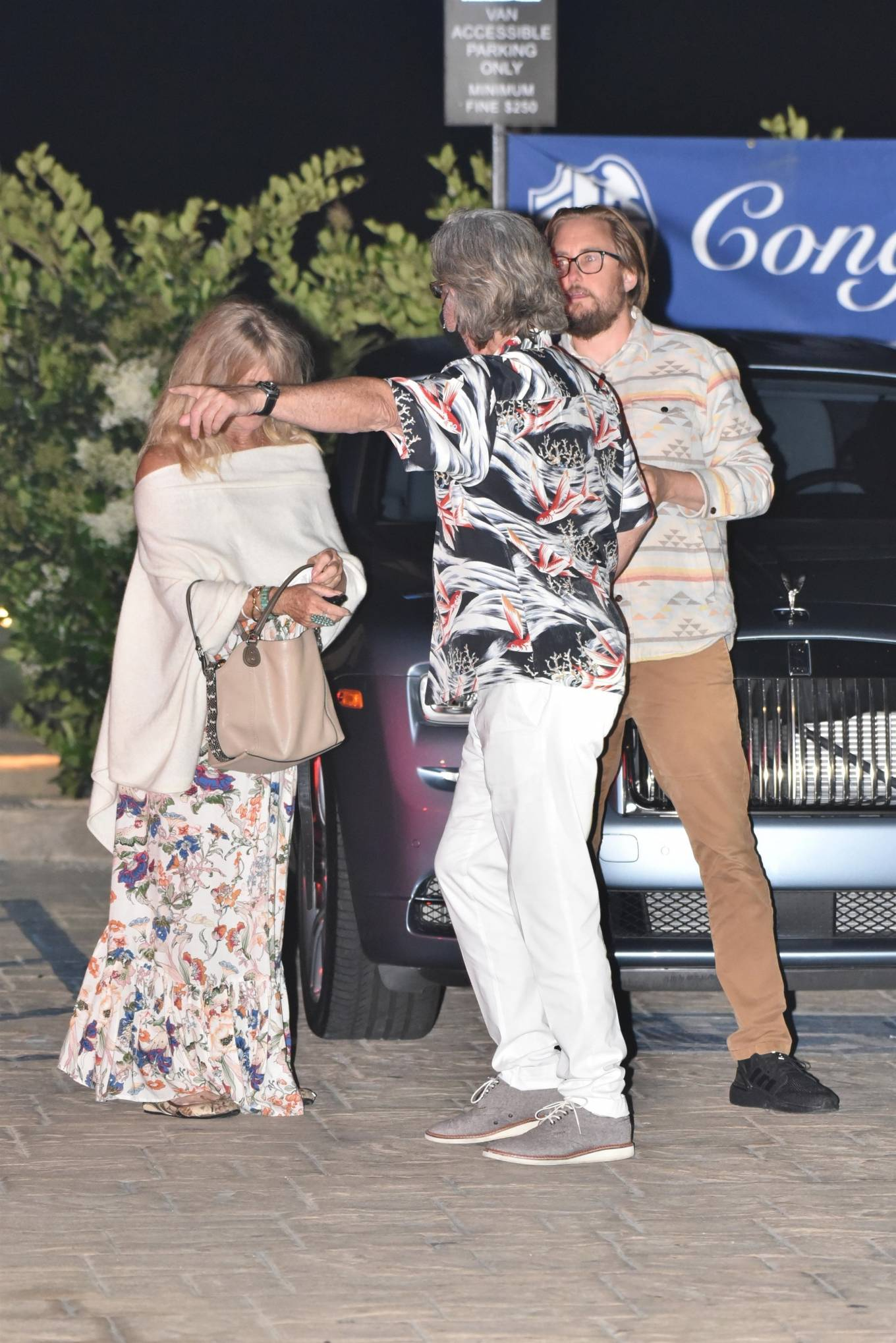 Goldie Hawn 2020 : Goldie Hawn – Out for dinner in Malibu-01