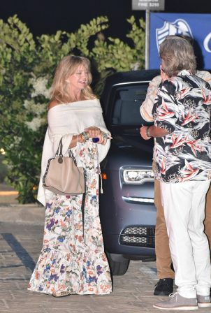 Goldie Hawn - Out for dinner in Malibu