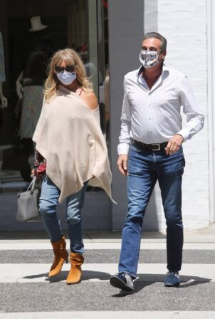 Goldie Hawn - Out for lunch in Beverly Hills