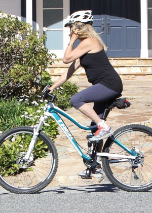 Goldie Hawn - Riding Her Bike in Los Angeles