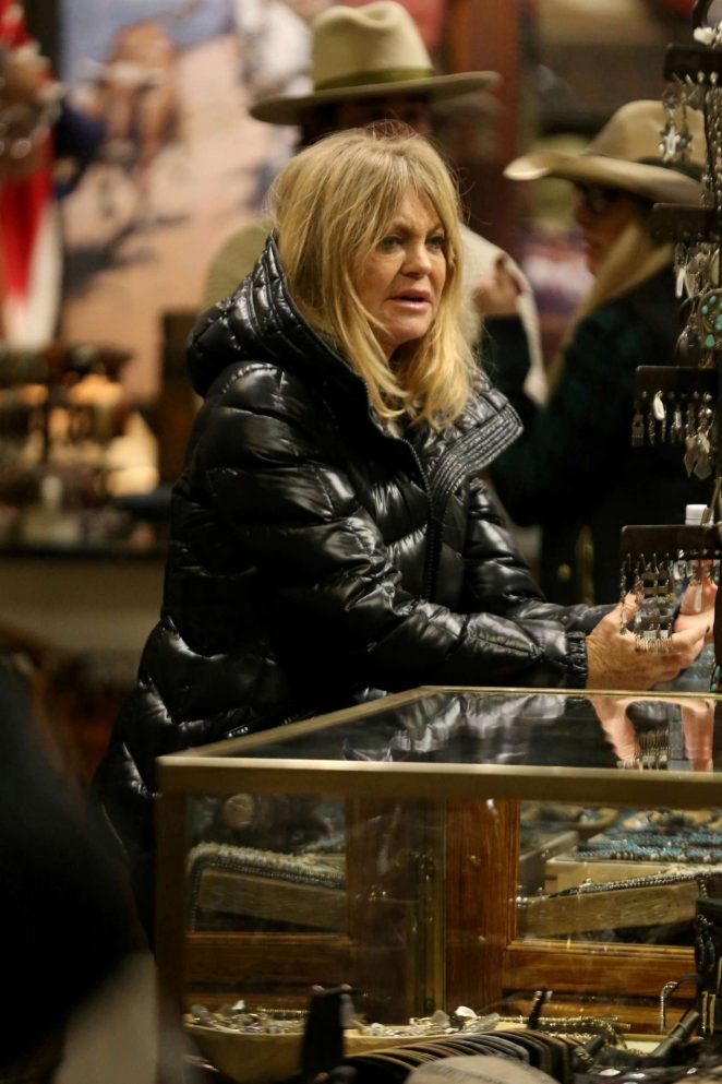 Goldie Hawn - Shopping at Kemo Sabe in Aspen