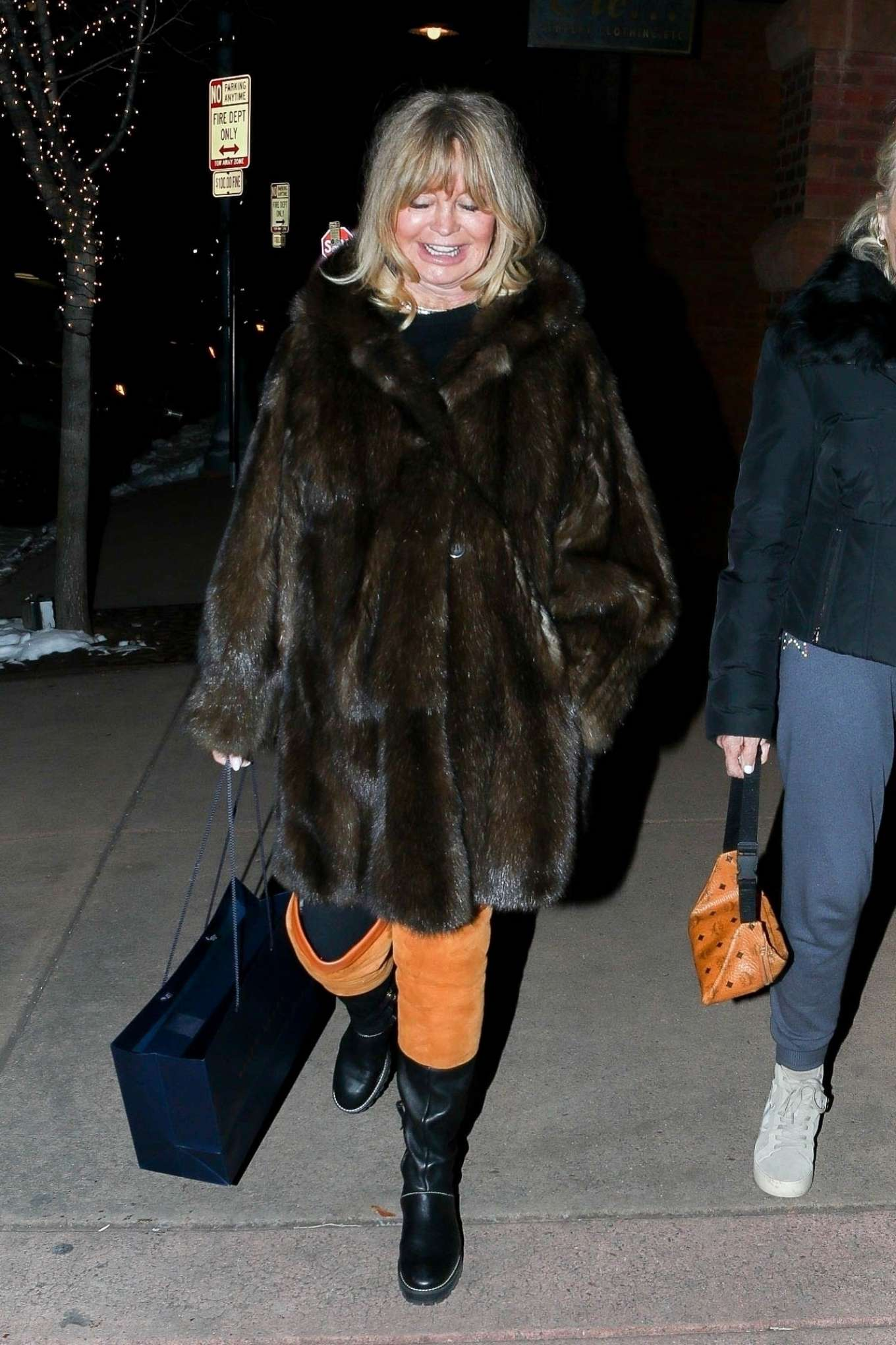 Goldie Hawn 2019 : Goldie Hawn – Shopping with a friend in Aspen-04