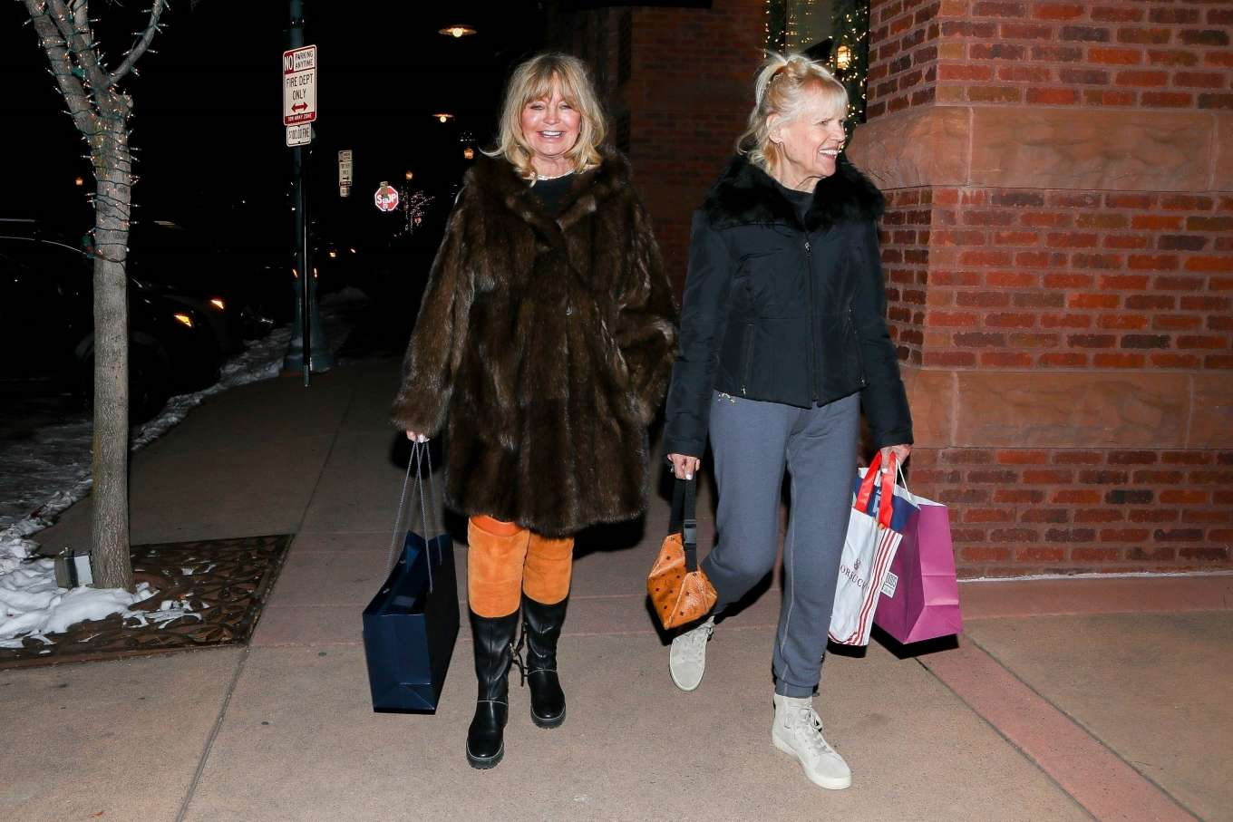 Goldie Hawn 2019 : Goldie Hawn – Shopping with a friend in Aspen-05