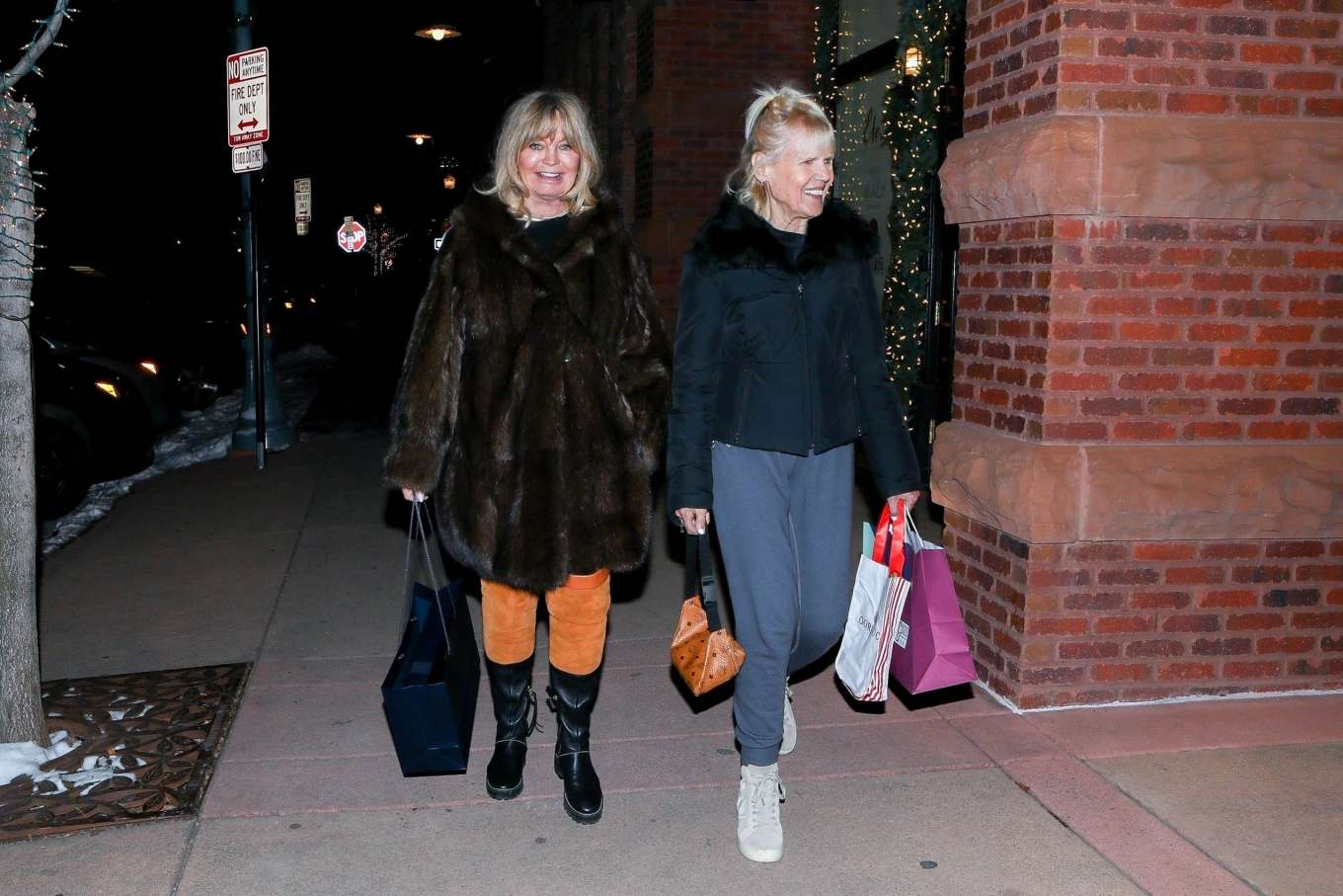 Goldie Hawn 2019 : Goldie Hawn – Shopping with a friend in Aspen-07