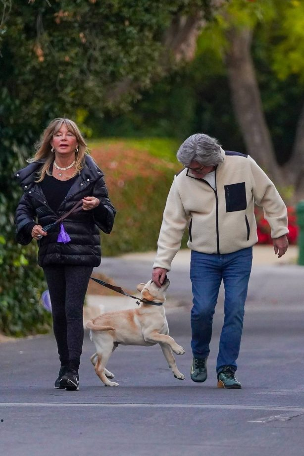 Goldie Hawn - With Kurt Russell and their Labrador Retriever