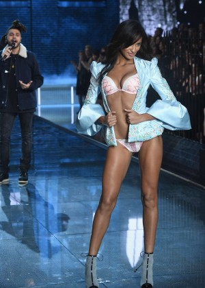 Gracie Carvalho - 2015 Victoria's Secret Fashion Show Runway in NYC