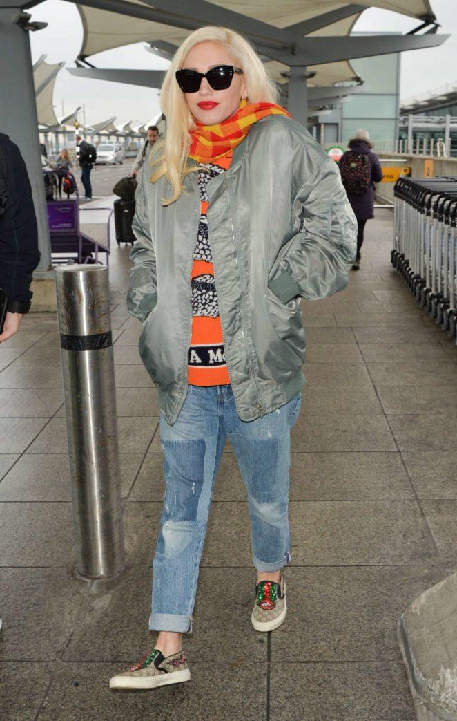 Gwen Stefani - Aarriving at Heathrow Airport in London