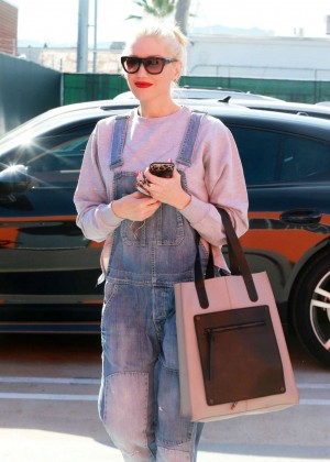 Gwen Stefani - Arrives at a music studio in Burbank