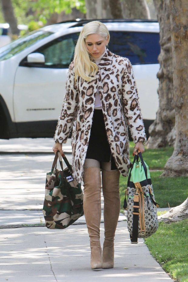 Gwen Stefani: Arrives at her parents house -03