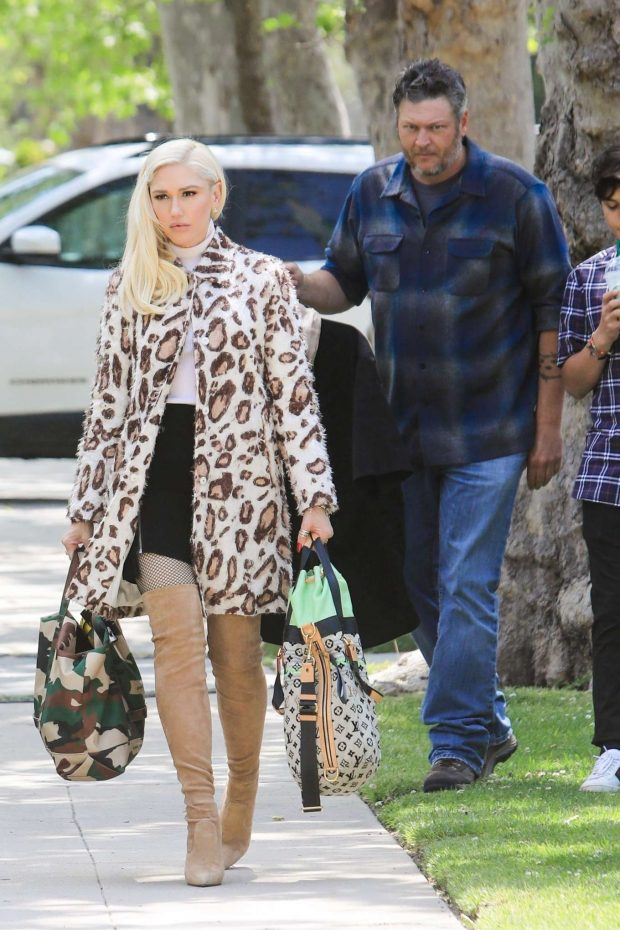 Gwen Stefani: Arrives at her parents house -05