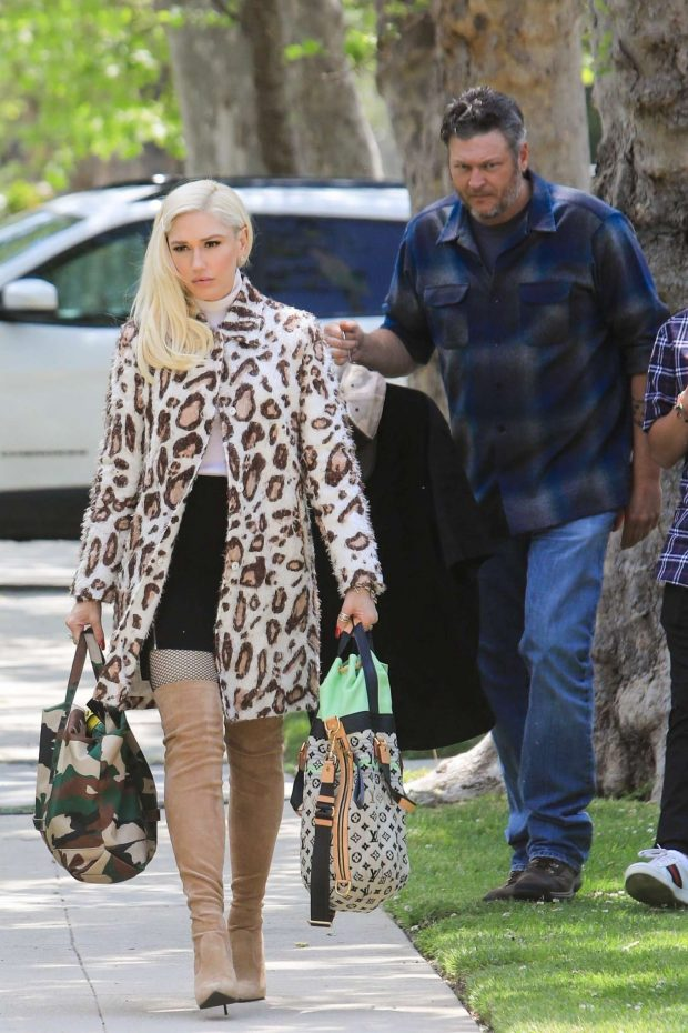 Gwen Stefani: Arrives at her parents house -11