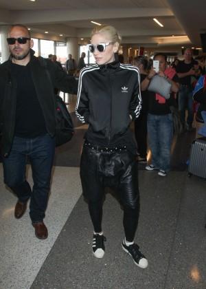 Gwen Stefani - Arrives at Los Angeles International Airport