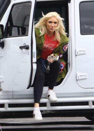 Gwen Stefani - Arrives to the studio in Los Angeles