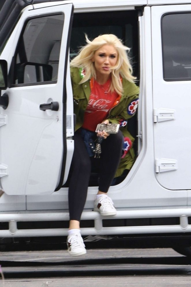 Gwen Stefani - Arrives to the studio in Los Angeles