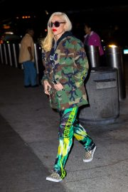 Gwen Stefani - Arriving at the airport in New York