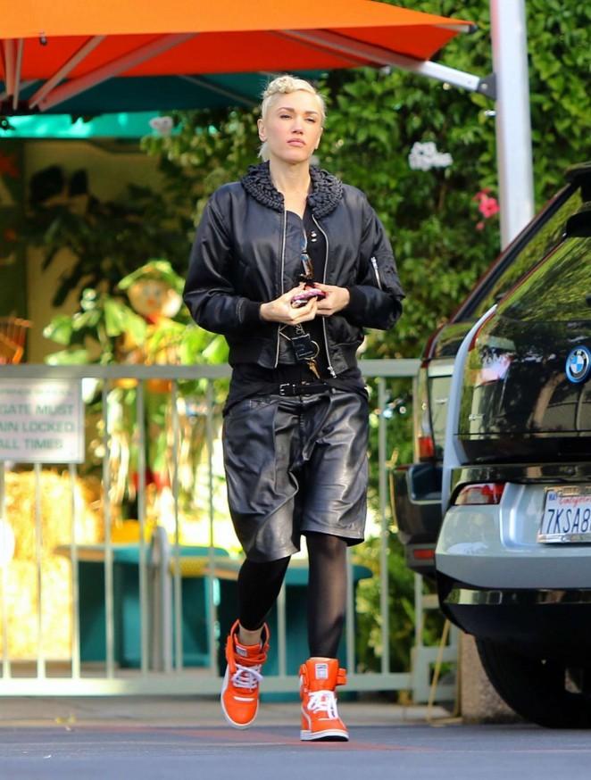 Gwen Stefani - Arriving at the Studio in Burbank