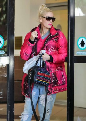 Gwen Stefani at a Pharmacy in Beverly Hills