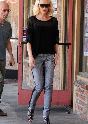 Gwen Stefani at Acupuncture Clinic in LA