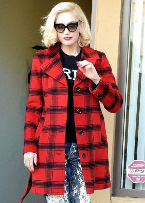 Gwen Stefani at Jesun Acupuncture Clinic in Los Angeles
