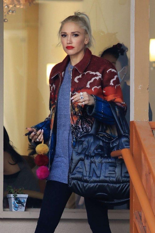 Gwen Stefani at nail salon in Studio City
