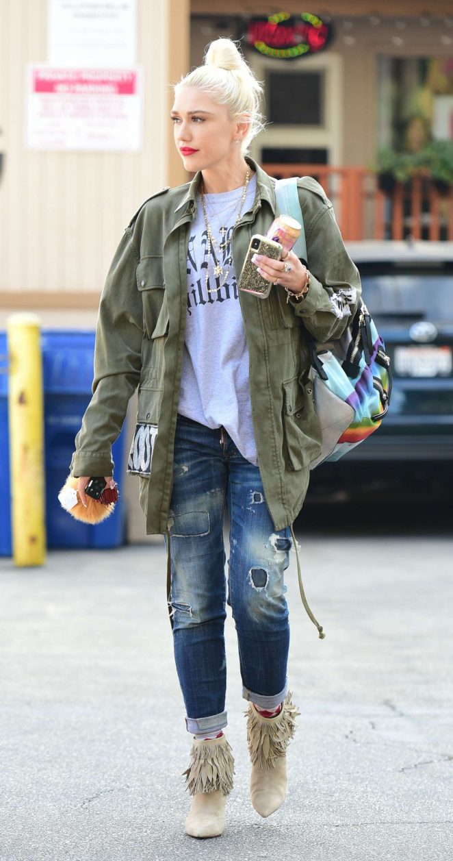 Gwen Stefani - Heads to a nail salon in Los Angeles