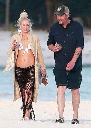 Gwen Stefani in Bikini Top in Playa del Carmen Pic 22 of 35