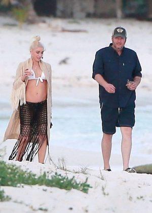 Gwen Stefani in Bikini Top in Playa del Carmen Pic 16 of 35