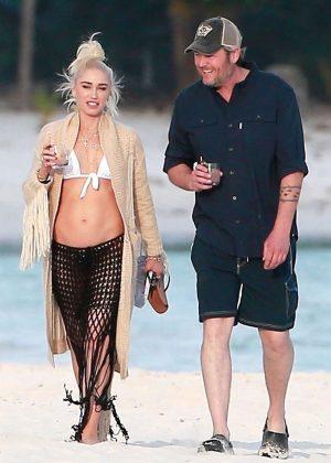 Gwen Stefani in Bikini Top in Playa del Carmen Pic 29 of 35