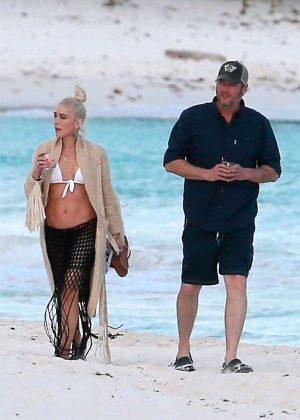 Gwen Stefani in Bikini Top in Playa del Carmen Pic 10 of 35