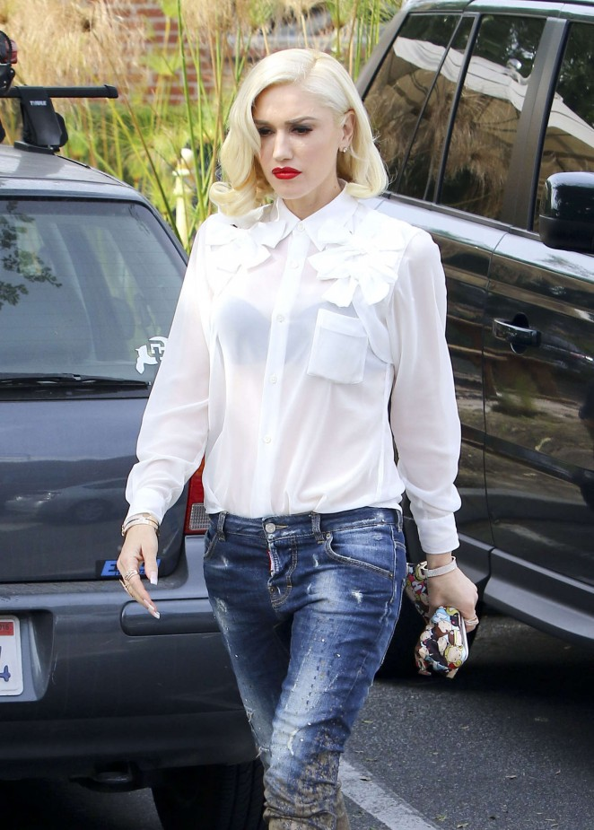 Gwen Stefani in Jeans at a Studio in Culver City