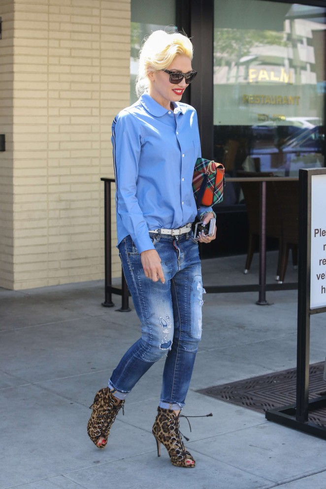 Gwen Stefani in Jeans Leaves The Palm -03
