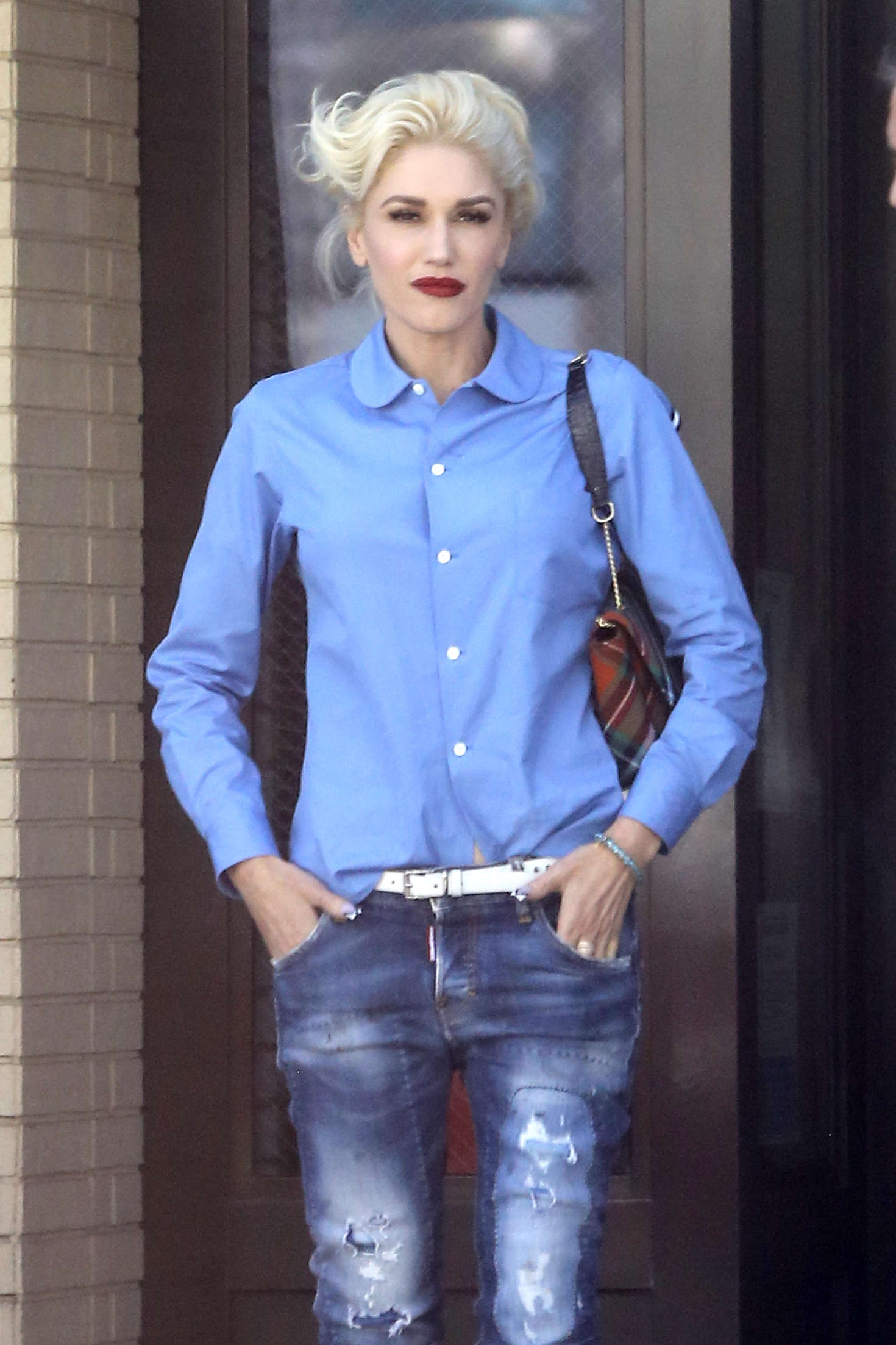 Gwen Stefani in Jeans Leaves The Palm in Beverly Hills