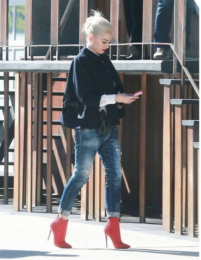 Gwen Stefani in Jeans Out in Los Angeles