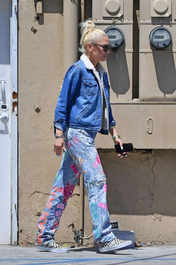 Gwen Stefani - Leaves a local salon in Beverly Hills