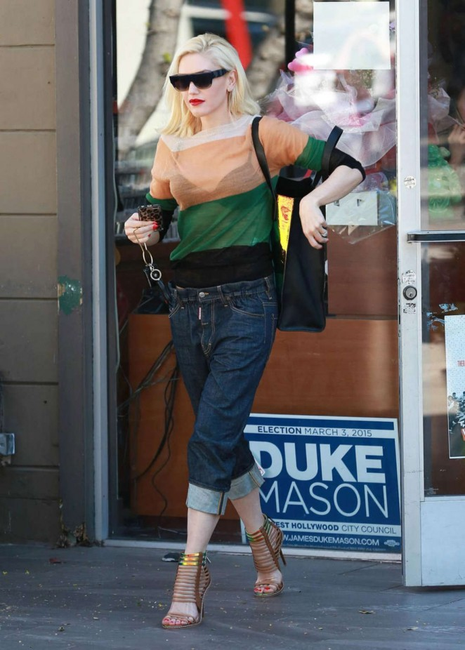 Gwen Stefani - Leaves Planet Nails in West Hollywood