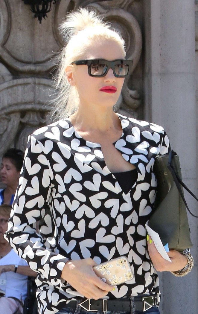 Gwen Stefani - Leaving a church in LA