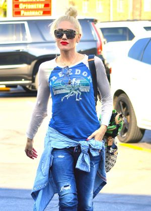 Gwen Stefani Leaving a massage place in Beverly Hills