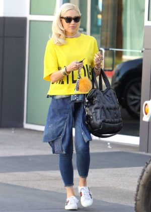 Gwen Stefani - Leaving a studio in Los Angeles