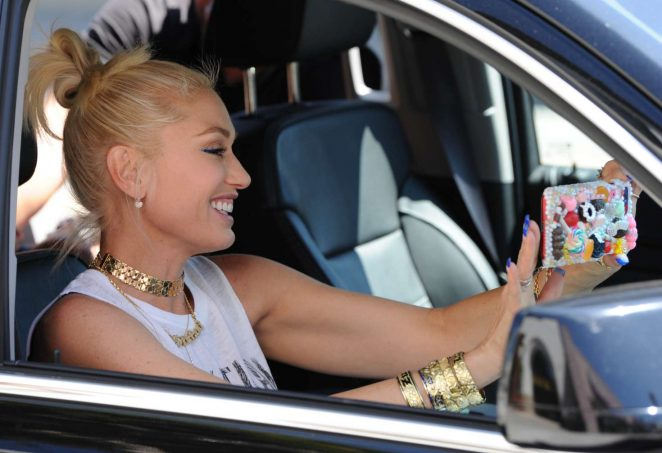Gwen Stefani: Leaving the Museum Of Ice Cream -01
