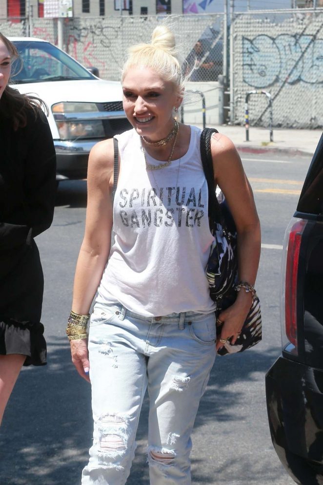 Gwen Stefani: Leaving the Museum Of Ice Cream -02