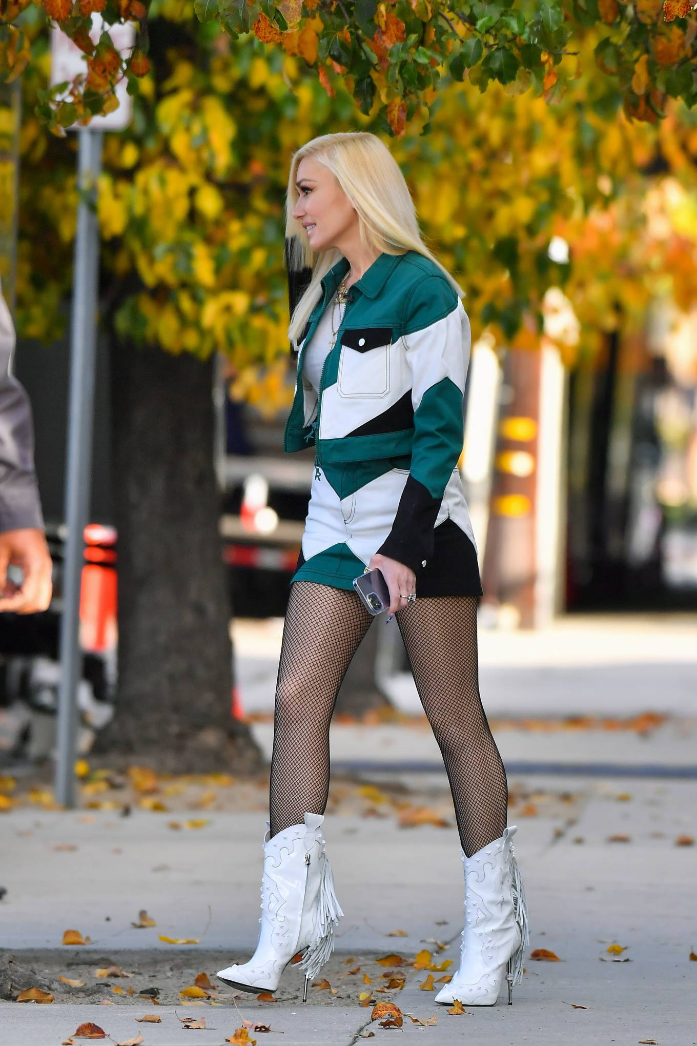 Gwen Stefani - Looks chic while out in Pasadena