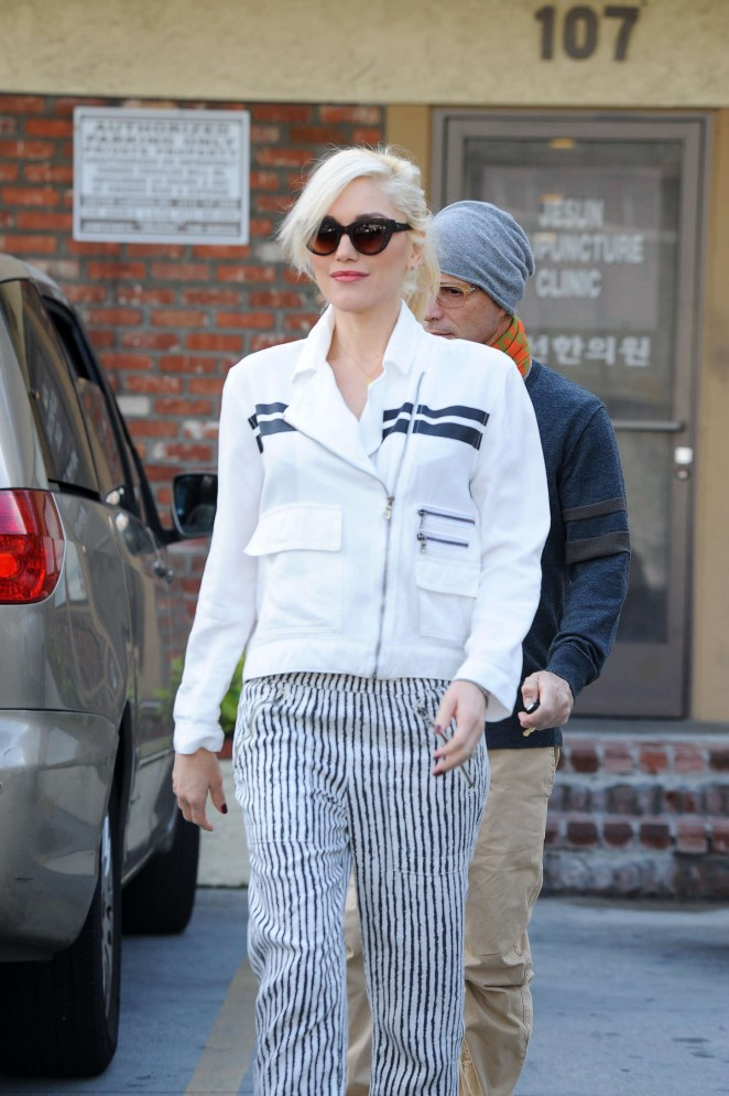 Gwen Stefani - Leaving an acupuncture session in LA