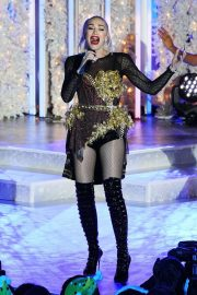 Gwen Stefani - Performing at the Rockefeller Center tree lighting in NYC