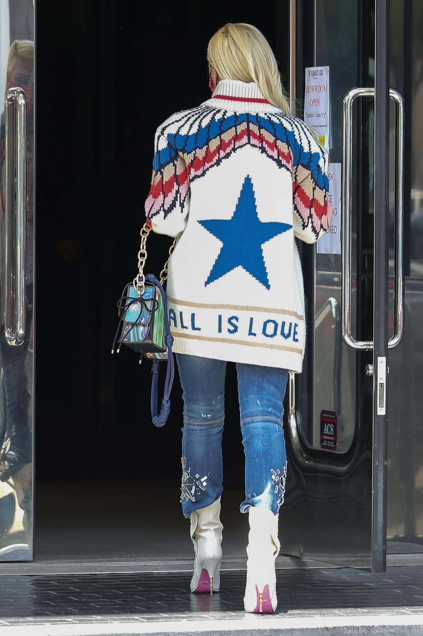 Gwen Stefan 2021 : Gwen Stefani- Seen at XIV Karats Ltd store in Beverly Hills-01