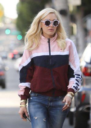 Gwen Stefani - Shopping in Beverly Hills
