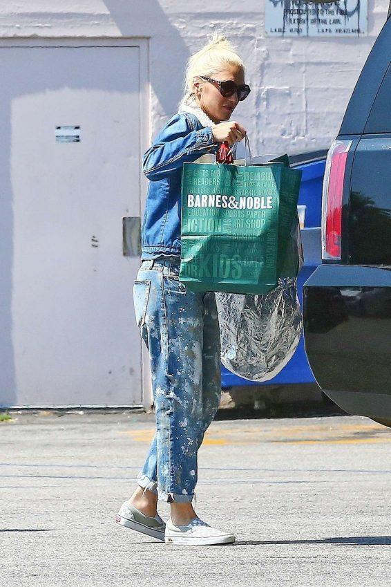 Gwen Stefani – Shopping in Los Angeles-01